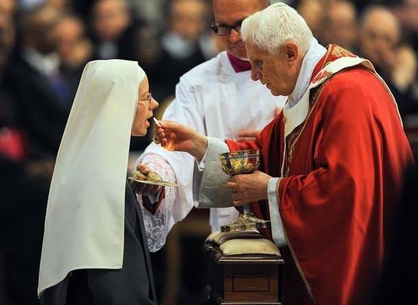Why We Should Receive Communion on the Tongue